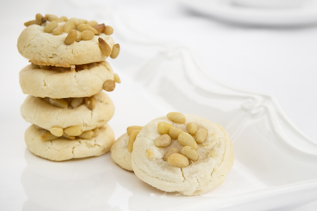 Amaretti cookie topped with pine nuts.